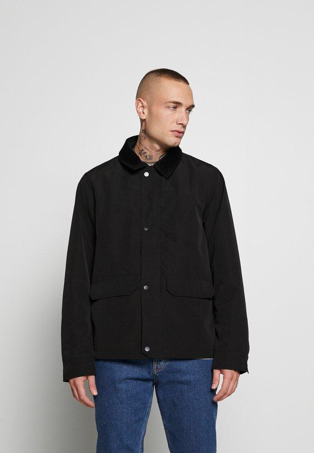 COLLAR SHACKET            - Light jacket - black