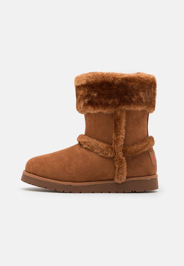 TIDE - Zimní obuv - cognac