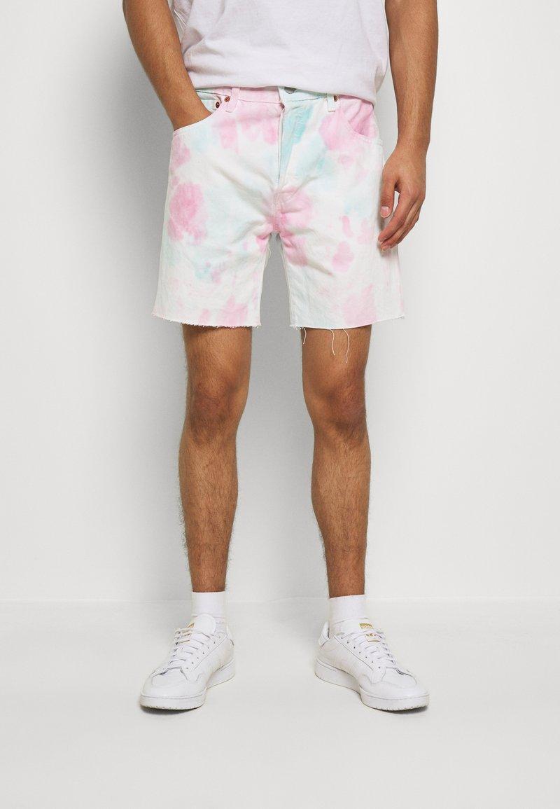 Levi's® - PRIDE 501® '93 SHORTS - Shorts di jeans - pride faded tie dye