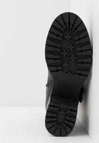 Versace Jeans Couture - Stivaletti con plateau - nero - 6