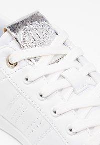H.I.S - Sneakersy niskie - white/silver - 6