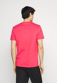 Lyle & Scott - PLAIN - T-shirt - bas - geranium pink - 2
