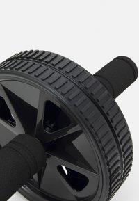 Casall - AB ROLLER RECYCLED - Fitness/jóga - black - 1