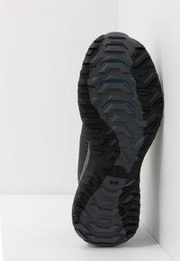 The North Face - Obuwie do biegania Szlak - black/baja blue - 4
