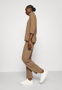 Herrlicher - CIEL BRUSHED  - Trousers - camel melange - 3
