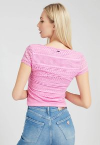 Guess - NADIDE - Print T-shirt - rose - 2