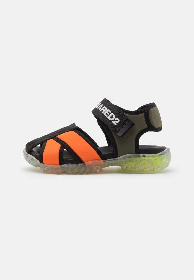 UNISEX - Riemensandalette - orange/khaki