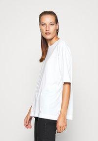 ARKET - T-shirts basic - white light - 3