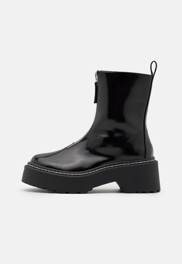 ZIP UP STITCH DETAIL CHUNKY BOOTS - Botki na platformie - black