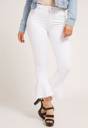 FIT AND FLARE - Flared jeans - weiß