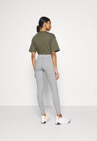 Nike Sportswear - Legging - grey heather/white - 2