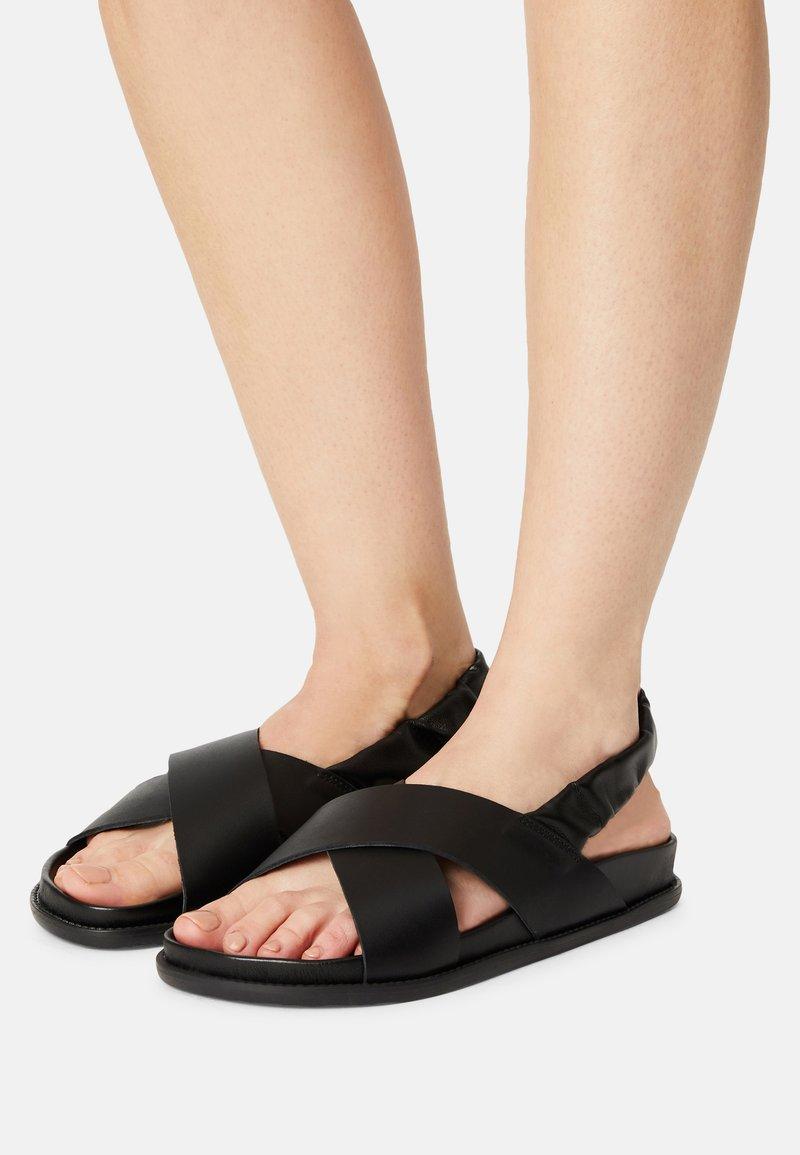 ZIGN Wide Fit - AKITO - Sandalen - black
