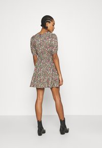 Miss Selfridge - CLUSTER FLORAL DRESS - Denní šaty - black - 2