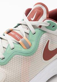 Nike Performance - REACT MILER - Neutral running shoes - light bone/claystone red/healing jade - 5