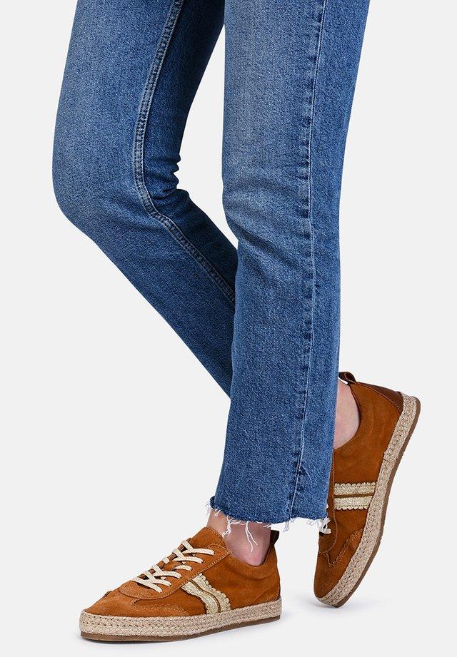 PIA - SNEAKER - Sneakers laag - camel