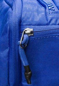 Nike Performance - VAPOR POWER M DUFF - Sportstasker - blue - 5