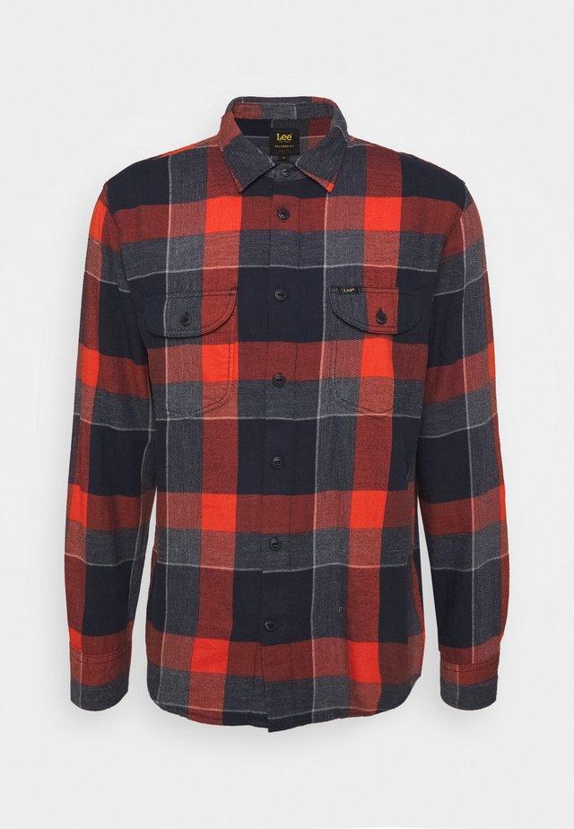 WORKER REGULAR FIT - Shirt - burnt ocra