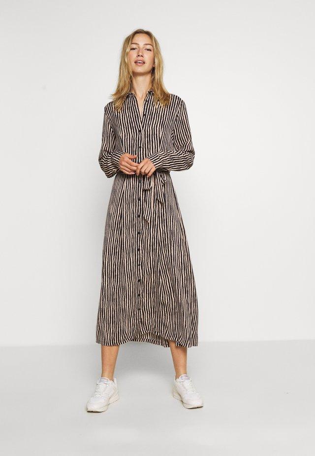 BXHAGGI DRESS - Blousejurk - cement combi