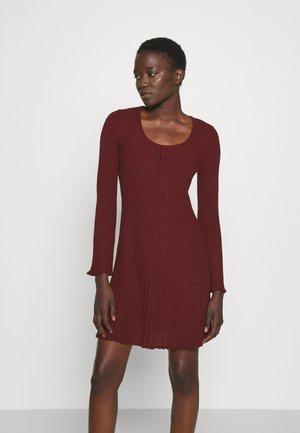 DRESS TUNIC - Pletené šaty - cabernet