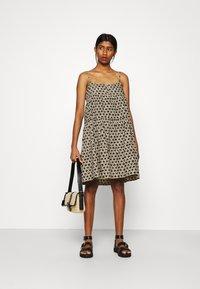 Levi's® - MARA DRESS - Denní šaty - beige/black - 1