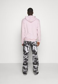 Weekday - SPACE PAPER COLLAGE TROUSERS - Jeans baggy - black - 2
