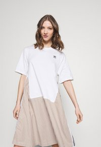 adidas Originals - Dry Clean Only xSHIRT DRESS - Sukienka z dżerseju - white - 3