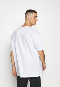 Good For Nothing - OVERSIZED SCRIPT - T-shirt print - white - 2