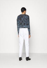 BDG Urban Outfitters - AMARA TIE DYE CARDIGAN - Cardigan - blue - 2