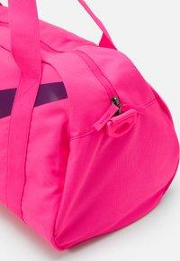Nike Sportswear - Sportovní taška - hyper pink/hyper pink/black - 3