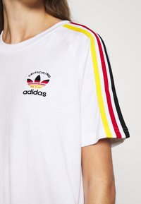 adidas Originals - STRIPES SPORTS INSPIRED REGULAR DRESS - Sukienka z dżerseju - white/multicolor - 5