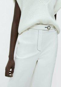 Uterqüe - Flared Jeans - white - 3