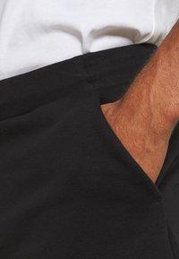 Tommy Hilfiger - LOGO PANT - Verryttelyhousut - black - 4