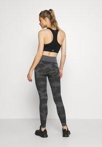 Smilodox - SEAMLESS LEGGINGS RESERVE - Leggings - black - 2
