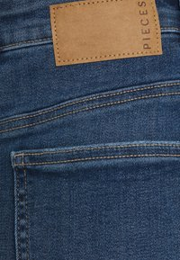 Pieces - PCLILI SKIRT - Spódnica mini - medium blue denim - 2