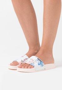 Kaporal - TACOTA - Pantofle - nude - 0