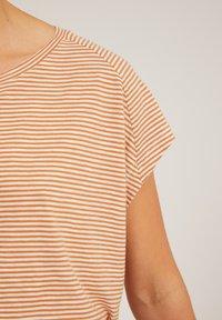 ARMEDANGELS - OFELIAA PRETTY - Print T-shirt - toasted hazel-oatmilk - 3