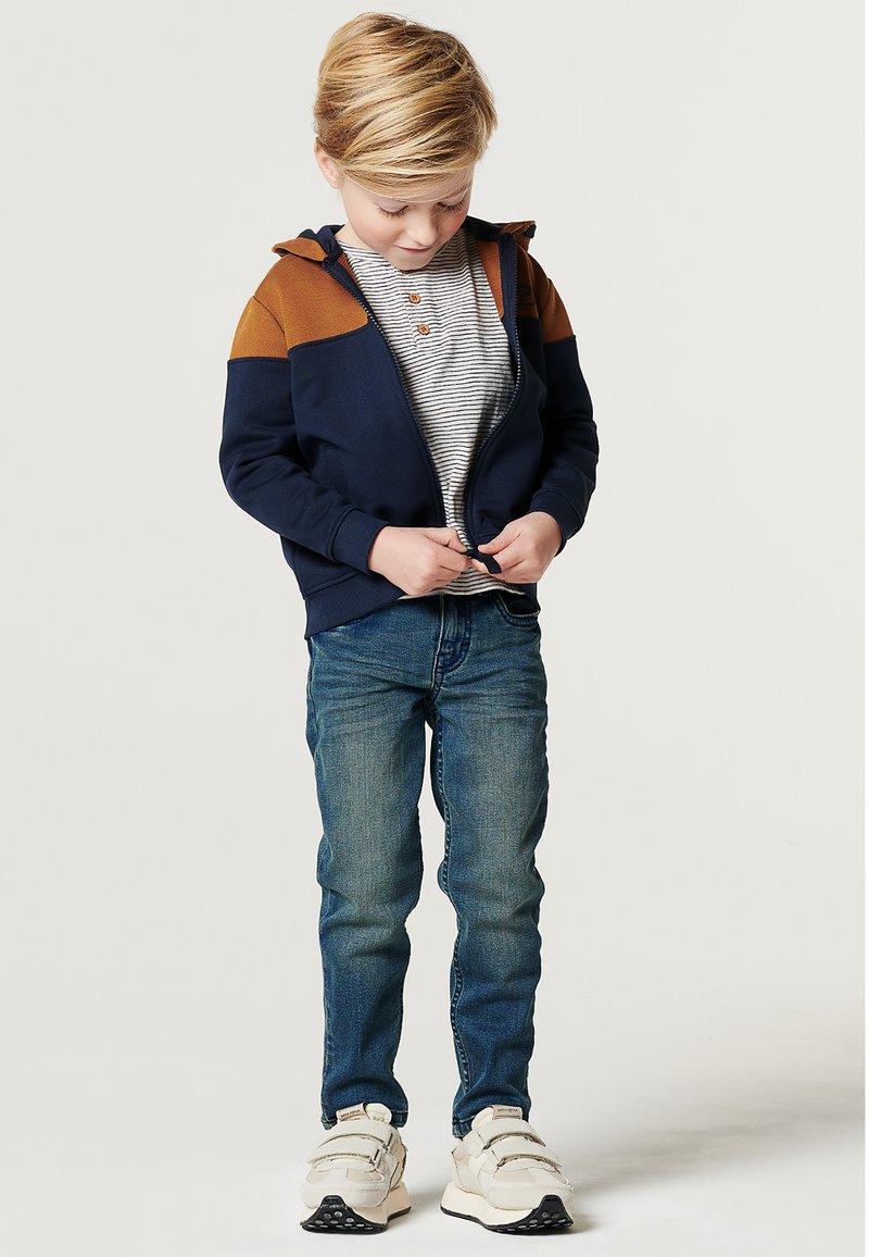 Noppies - BOOSTER - Sweater met rits - black iris