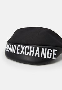 Armani Exchange - MIX CONTRAST WAISTBAG UNISEX - Ledvinka - black/white - 3