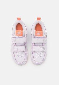 Nike Performance - PICO 5 UNISEX - Scarpe da fitness - light violet/metallic platinum/crimson bliss/white - 3