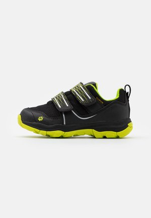 MTN ATTACK 3 TEXAPORE LOW UNISEX - Hiking shoes - black/lime