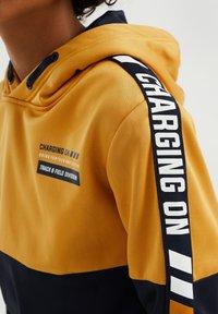 WE Fashion - Sweater - ochre yellow - 2
