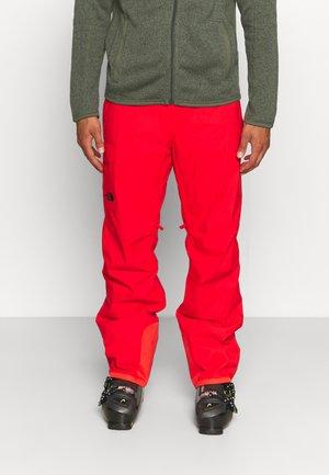 FREEDOM INSULATED PANT - Spodnie narciarskie - fiery red