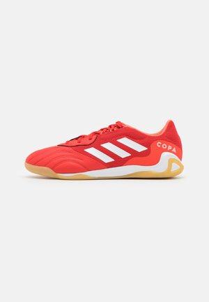 COPA SENSE.3 IN SALA - Scarpe da calcetto - red/footwear white/solar red