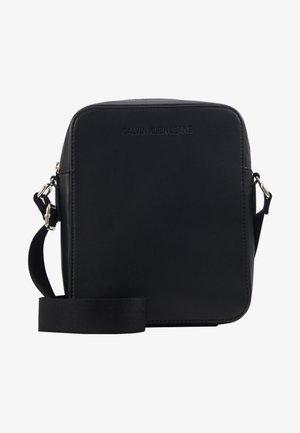 FLATPACK - Across body bag - black