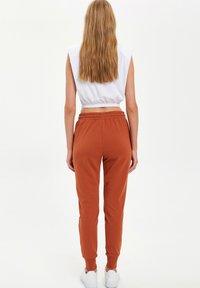DeFacto - Pantalones deportivos - orange - 2