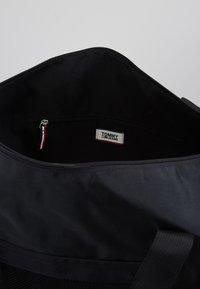 Tommy Jeans - COOL CITY DUFFLE - Sportovní taška - black - 4