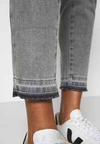 Opus - ELMA TINTED - Jeans Skinny Fit - authentic grey - 3
