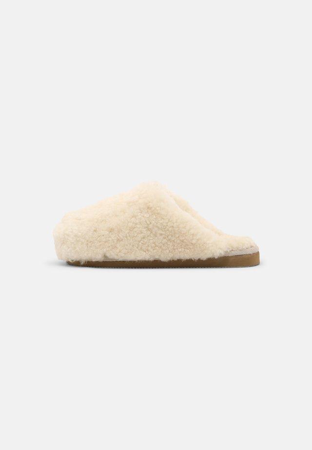 Domácí obuv - creme