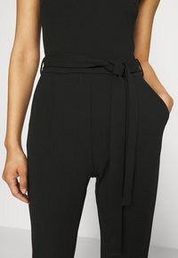 Anna Field - OCCASION - SLEEVELESS BELTED LACE NECKLINE JUMPSUIT - Jumpsuit - black - 4
