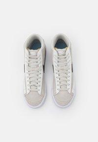 Nike Sportswear - BLAZER MID '77 - Baskets montantes - light bone/dark cinder/summit white - 4